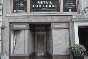 A shuttered retail shop in NYC with a for Lease Sign.