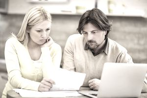 Couple reviewing their credit card statement and worrying that the balance is wrong.