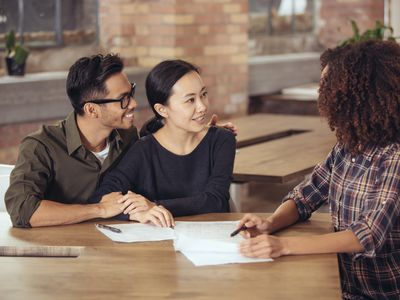 Couple talking to an advisor about Roth and traditional IRAs