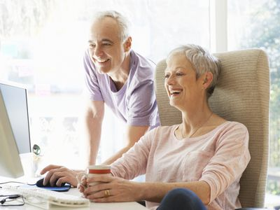 Couple researching for best places to retire on social security