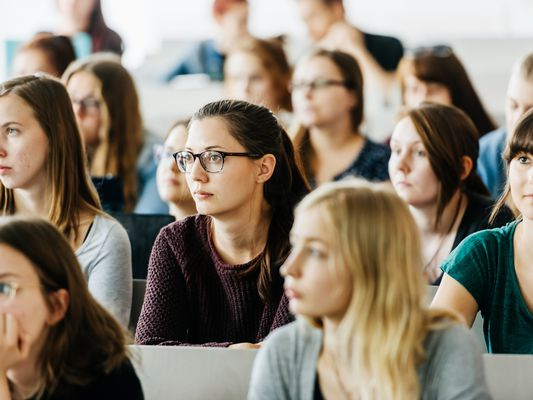 should-you-attend-an-all-womens-college