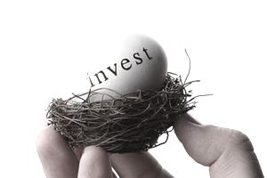 Man holding a nest (invest) egg, which represents sums of assets that have been invested into mutual funds