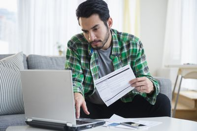 A credit card owner looks at his variable interest rate.