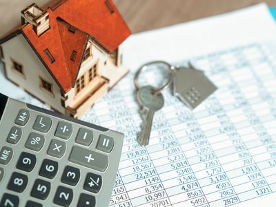 keys to home with budget sheet and calculator