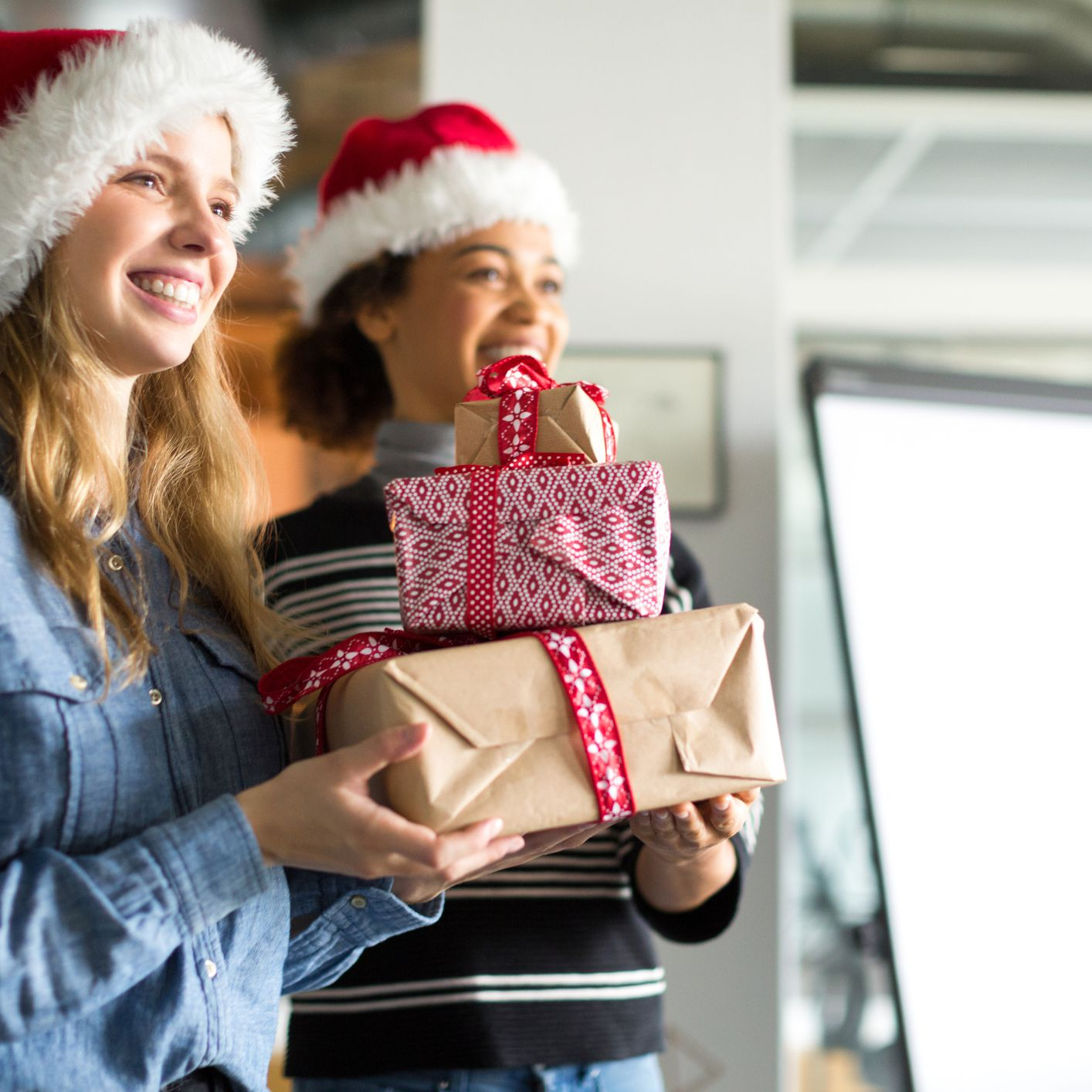 Try These 5 Tips for Keeping Your Holiday Spending Under Wraps