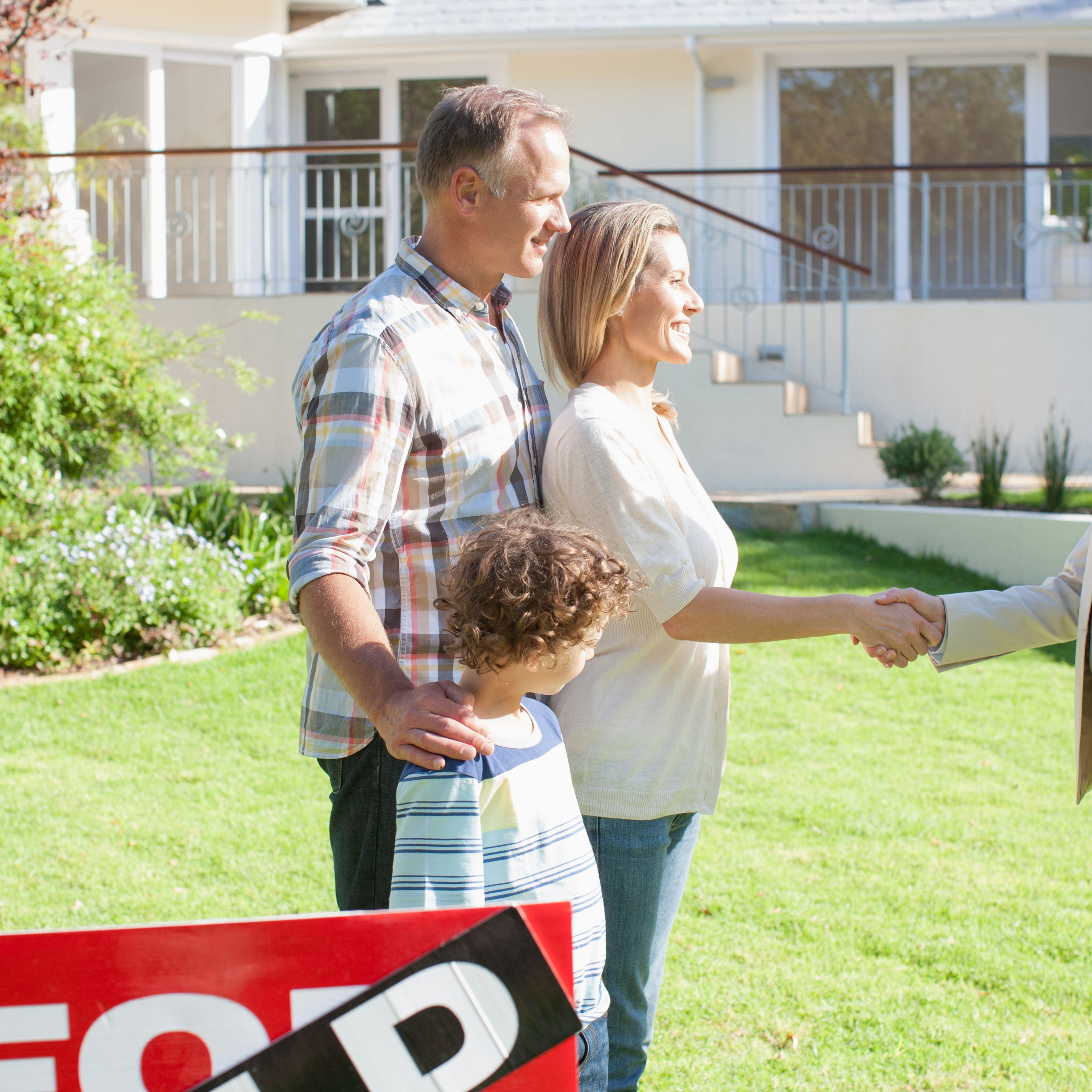 Differences Between Real Estate Agents and Realtors