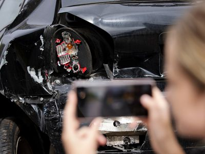 Taking pictures after accident for insurance claim