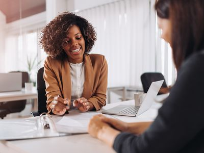 Client consulting with a agent