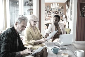 A mortgage advisor helps a senior couple with their no-cash-out refinance.