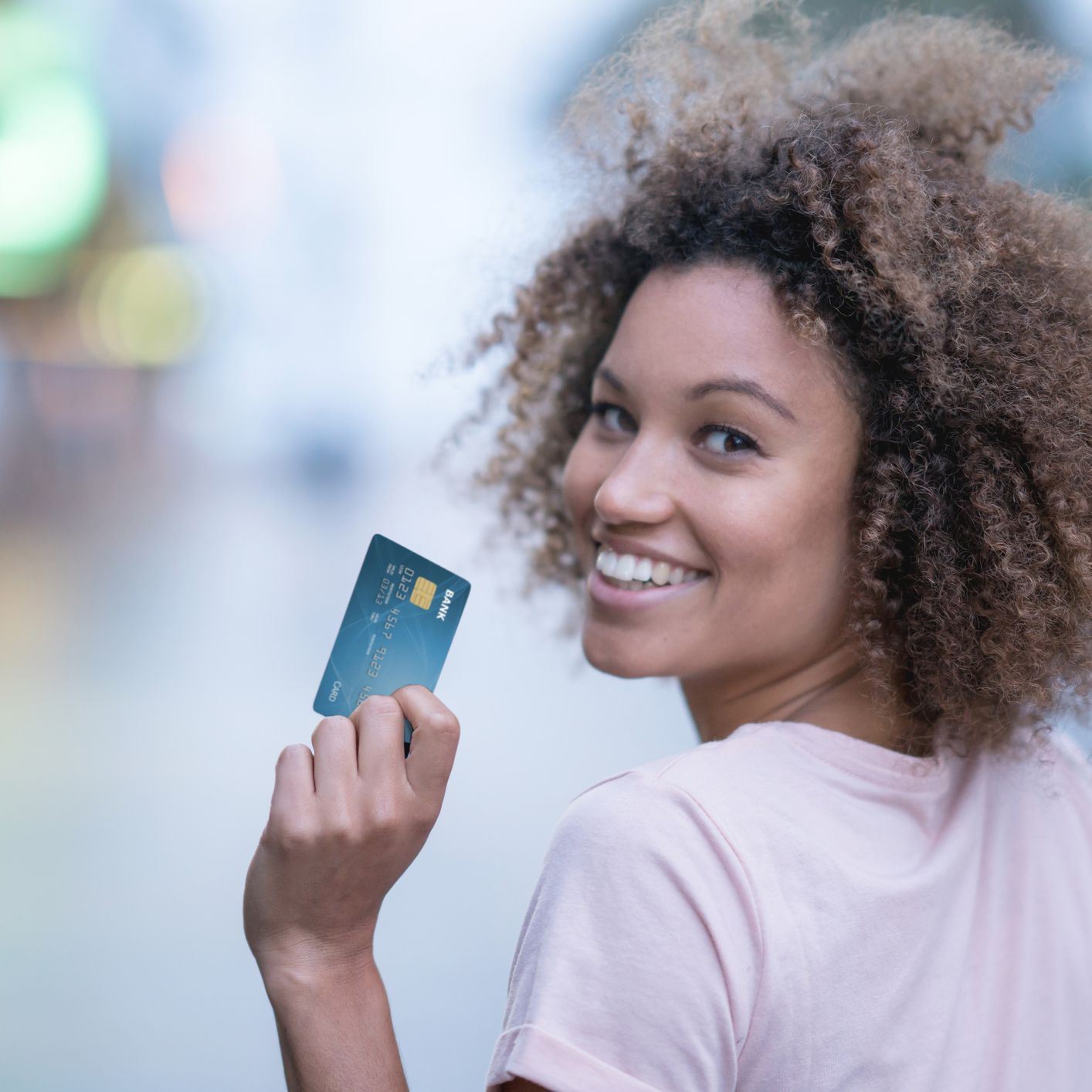 The Difference Between a Charge Card and a Credit Card