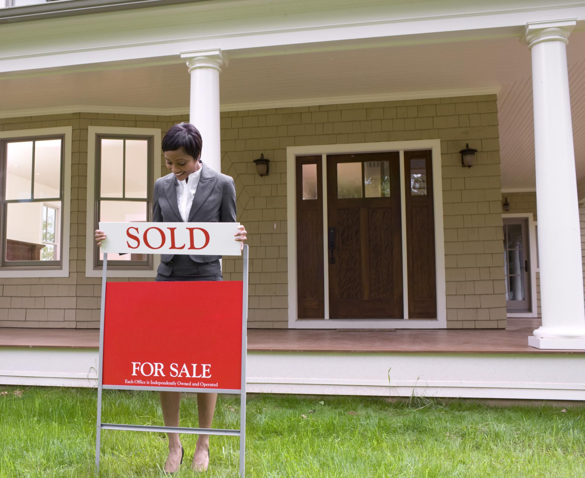 What Happens After a Home Buyer's Offer is Accepted?