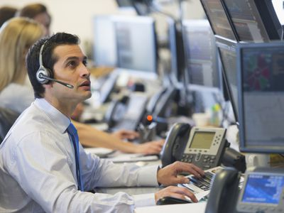 traders at a trading desk
