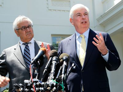 Rep. Barney Frank and Sen. Christopher Dodd at news conference