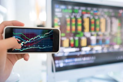 How to Buy and Sell Stocks on Your Smartphone