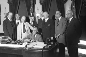 FDR signing Glass Steagall