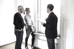 Real estate agent discussing commission credits with prospective buyers.
