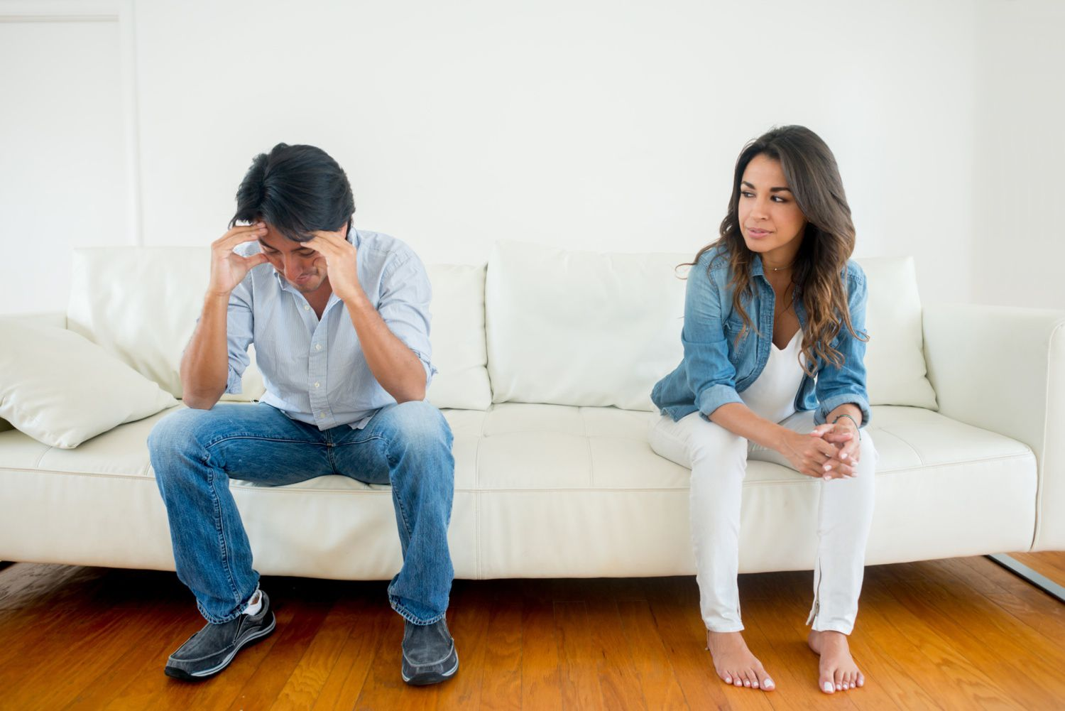 5 Financial Signs Your Relationship Might Be on the Rocks