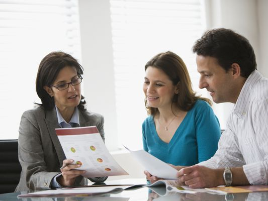 Couple getting financial consult