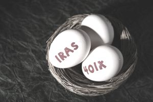 Nest eggs labeled IRA and Roth 401(k).