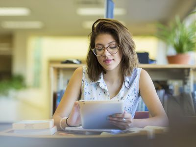 A college student looks over her interest-rate options.
