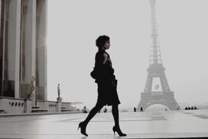 Businesswoman in Paris near the Eiffel Tower