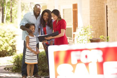 A family meeting with a real estate agent