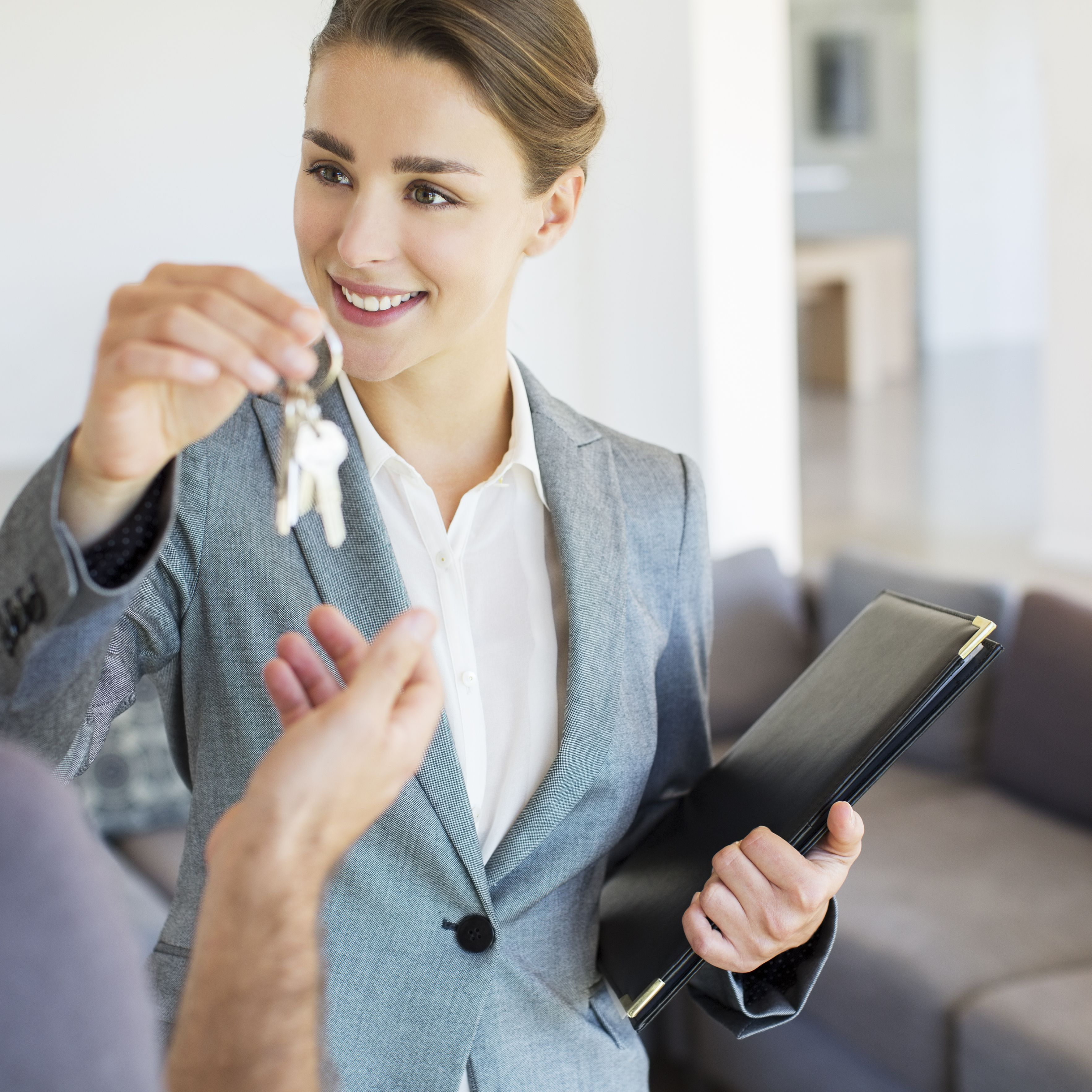 Things a Home Seller Should Never Say to a Buyer
