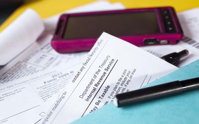 Choosing Standard or Itemized Deductions for Your 1040