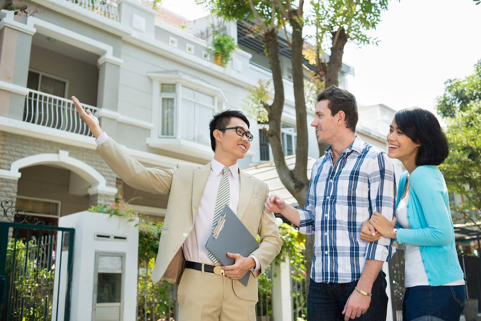 how are real estate agents paid