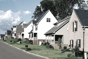 A row of homes in neighborhood with a HOA