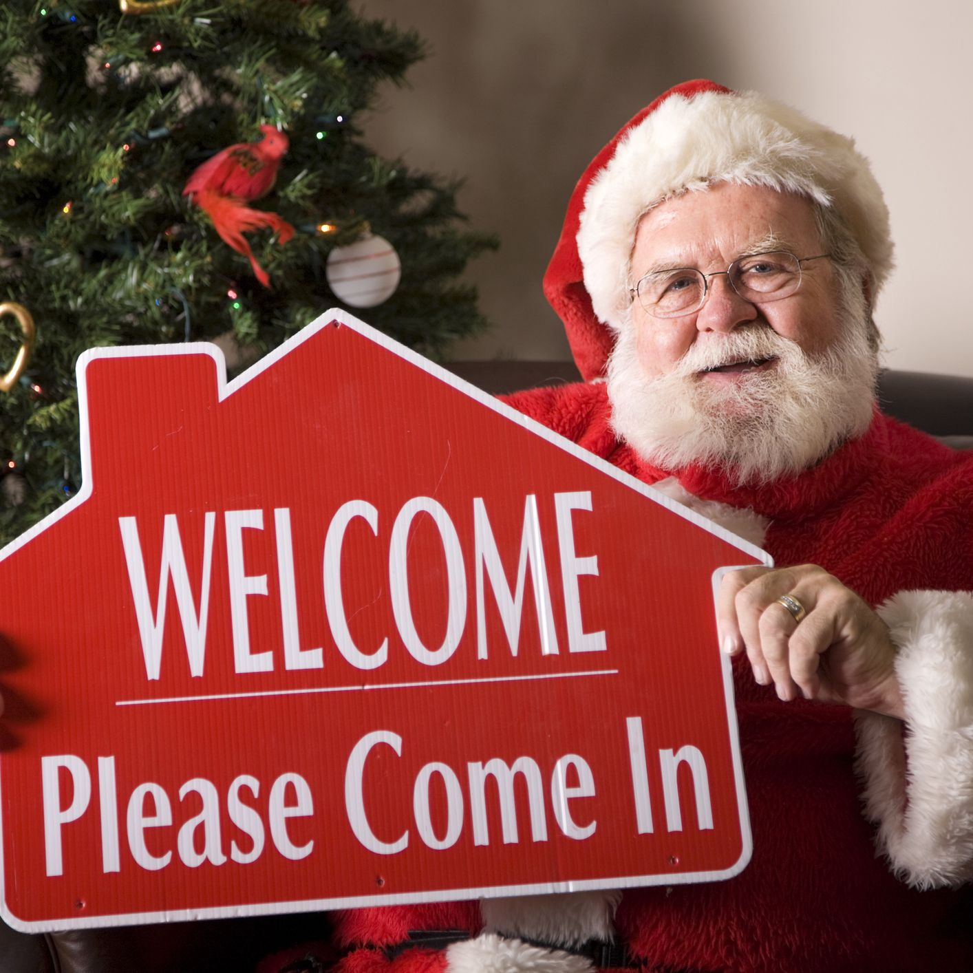 The Pros and Cons to Selling Your Home During the Holidays