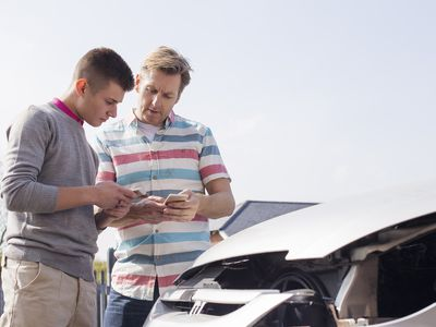 Two drivers exchanging insurance details